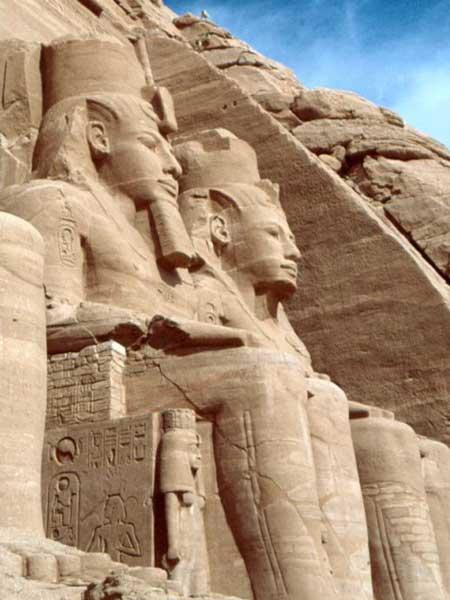 Estatuas sedentes de Ramsés II, Templos de Abu Simbel, Asuán