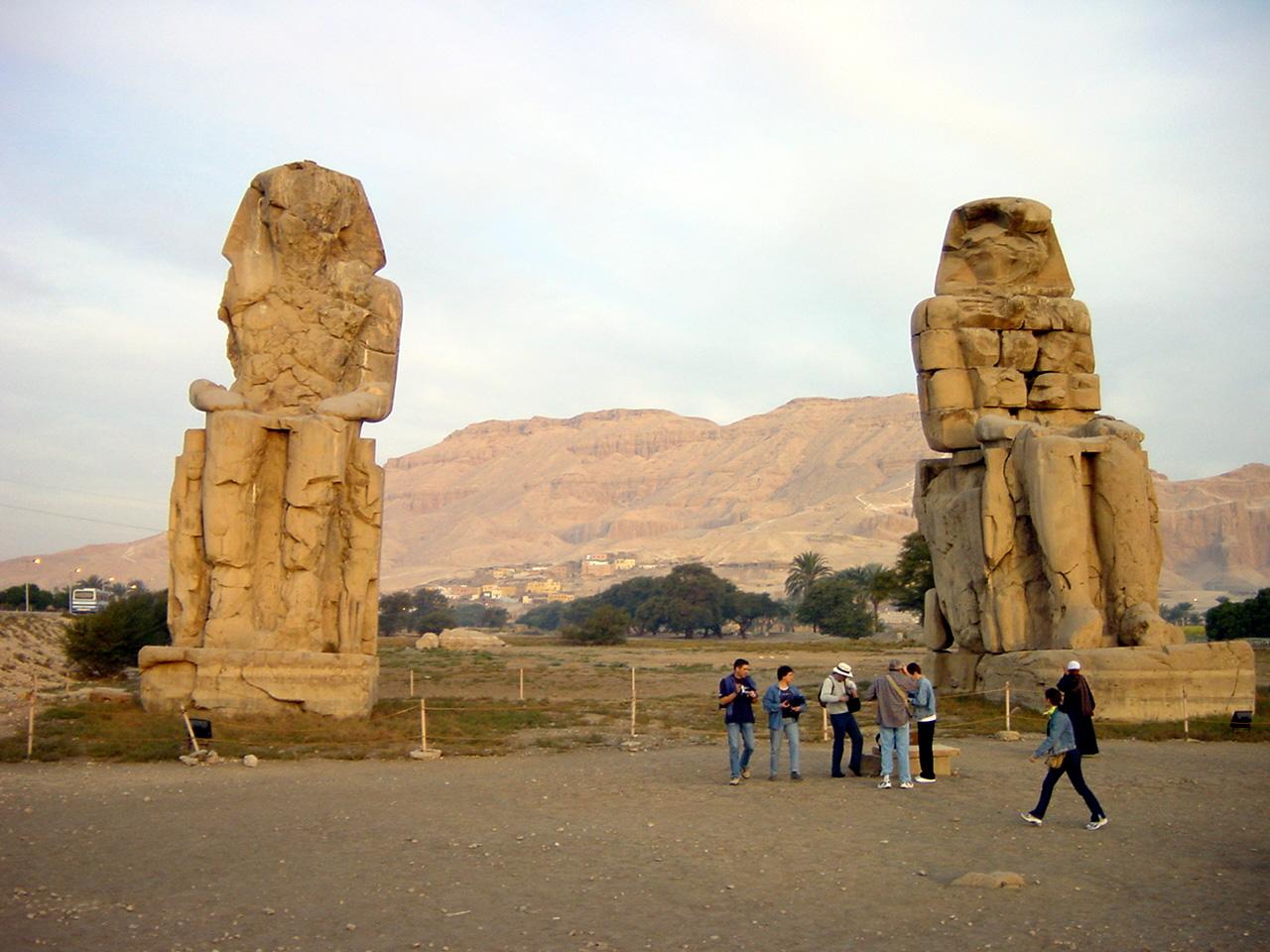 Resultado de imagen de colosos de memnon