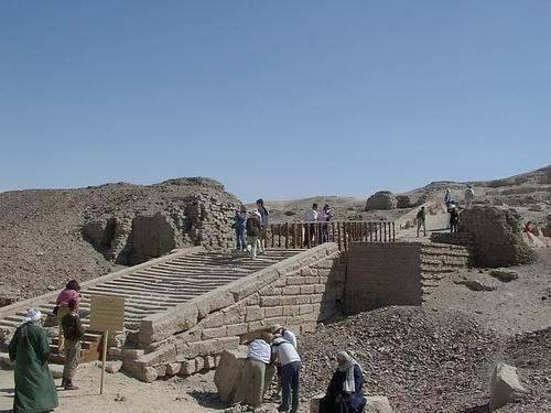 Kom el-Ahmar, yacimientos arqueológicos, hieracómpolis