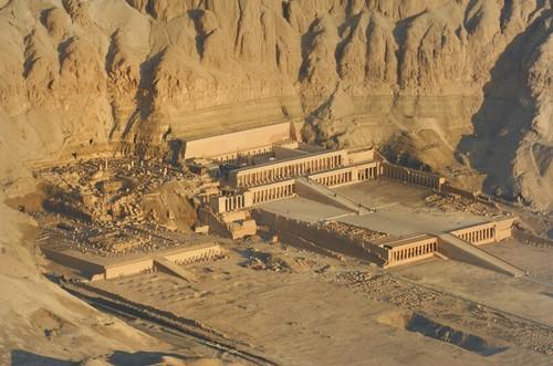 Resultado de imagen de Templo de Hatshepsut en Deir el-Bahari