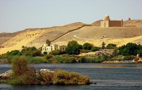 Mausoleo Aga Khan Asuán, Nilo