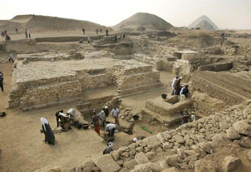 La piramide de Sesheshet, en Sakkara