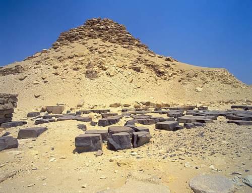 La piramide de Userkaf, en Sakkara