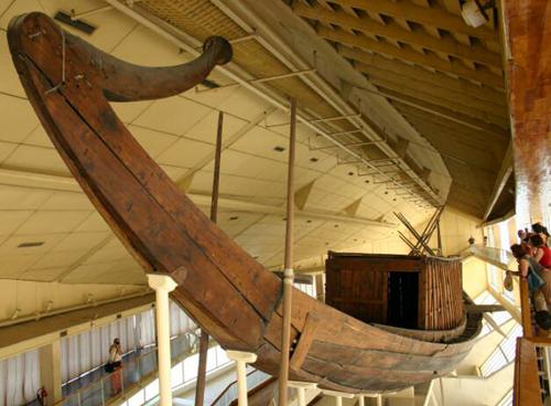 El barco solar de Keops, en Gizeh