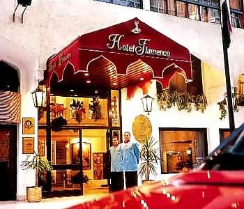 Entrada al Hotel Golden Tulip Flamenco