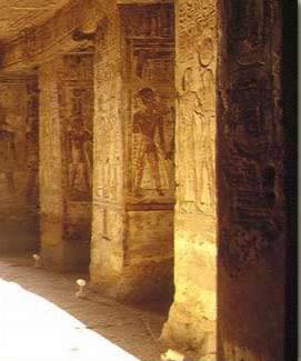 Pilares de la segunda sala hipostila, Templo de Derr
