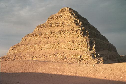 La columnata de entrada de la Pirámide de Zóser