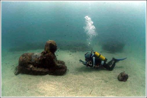 Esfinge bajo el agua